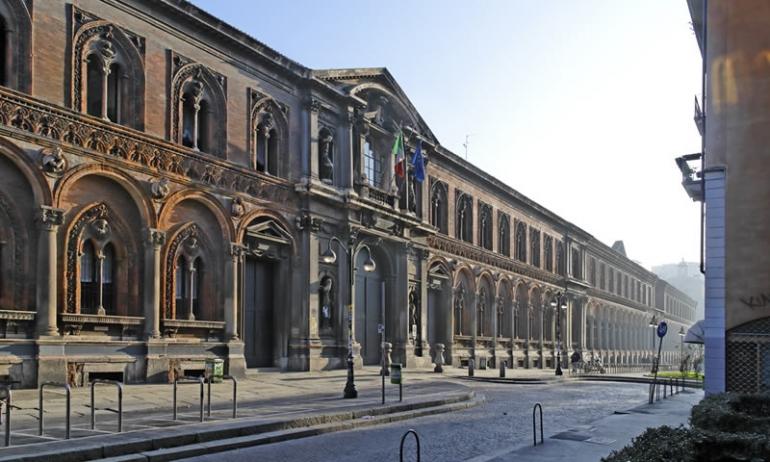 Facciata della Università Statale di Milano di Via Festa del Perdono